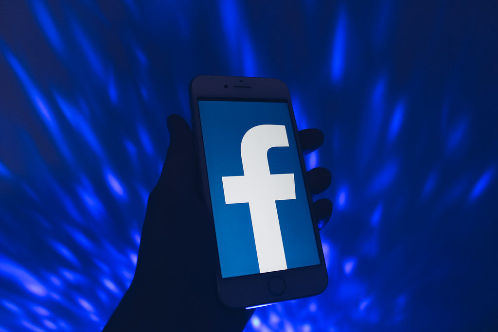 corte ue facebook regolamento sulla privacy