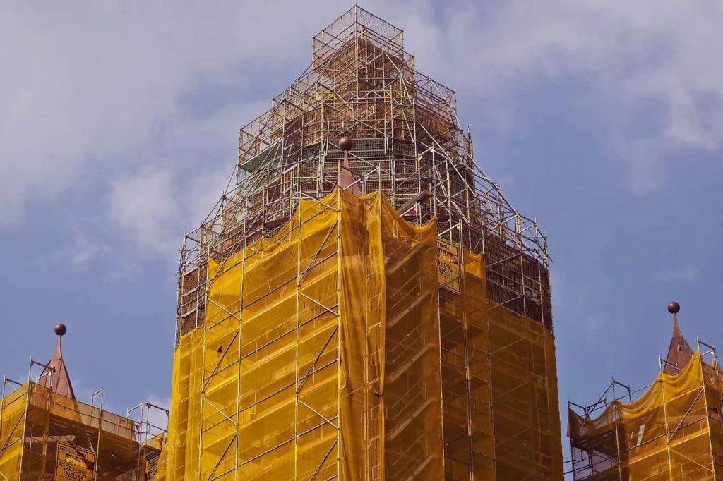 Un documento sull'allestimento di parapetti provvisori nei cantieri